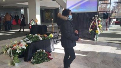 Последно сбогом: Близки, приятели и колеги се простиха с Камен Чанев