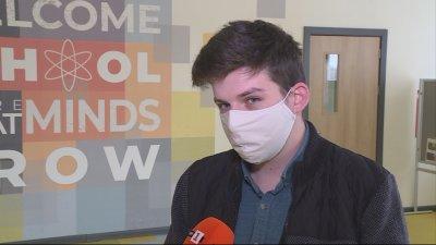 Студент стана учител-доброволец в гимназия в Русе