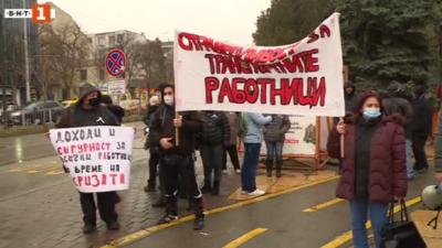 Продължава протестът на кондукторите във Варна