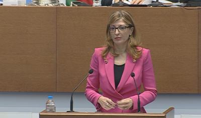 Захариева посъветва политиците в Скопие да загърбят емоциите и да изпълняват Договора за добросъседство