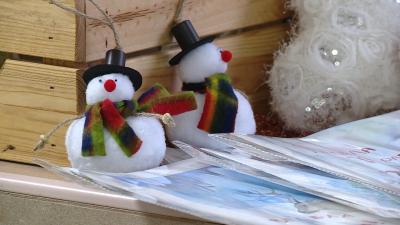 Коледен базар във Варна подпомага семействата на деца с увреждания