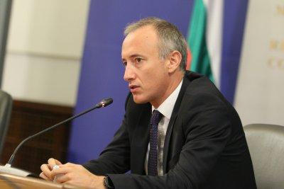 Министър Вълчев: След 4-ти януари ще се решава локално кои ученици могат да се върнат в клас