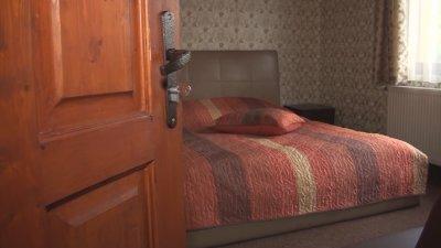 За първи път: Празни са къщите за гости в Калофер за 8 декември