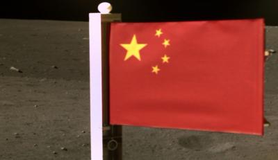Националният флаг на Китай вече е на Луната