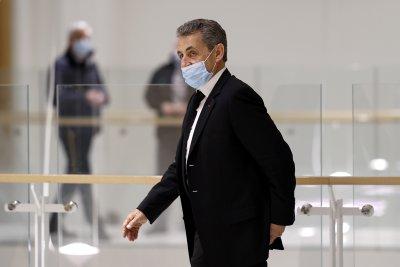 Прокурори искат 4 години затвор за Саркози