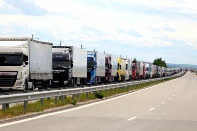 Гърция няма да изисква 10-дневна карантина и бързи тестове от шофьорите на товарни камиони