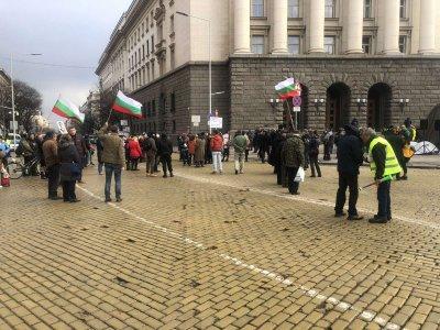 Пореден ден на протести в центъра на София (Снимки)