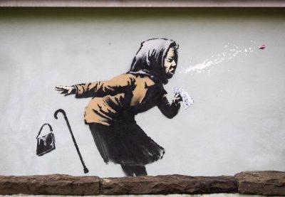 """Банкси с """"кихащ"""" графит от фасада на къща в Бристол"""