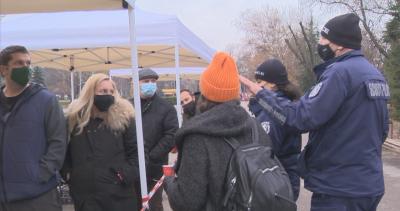 Глоби за неносене на маски на Фермерския пазар в столицата
