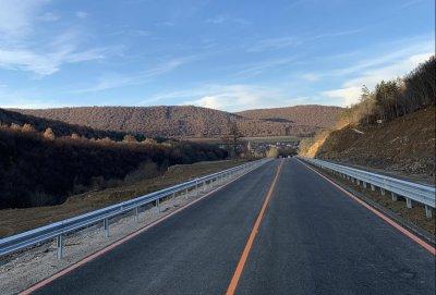 Пуснаха движението след ремонта на пътя Ребърково - Лютидол