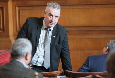 Депутатът Валентин Касабов загуби битката с COVID-19