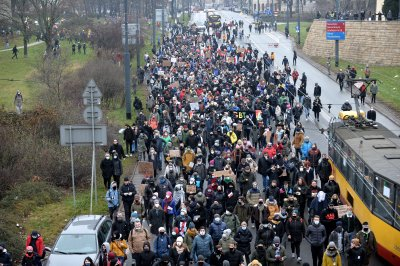 Продължават протестите срещу забраната на абортите в Полша