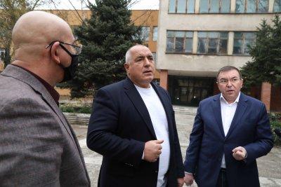 Борисов инспектира завода за преработка на боклук в Пазарджик