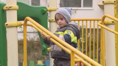 """""""Българската Коледа"""" помогна на дете с генетично заболяване"""