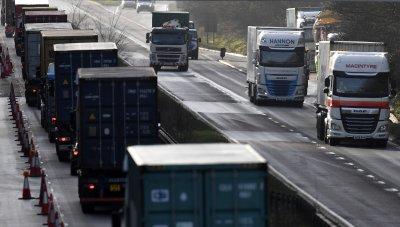 Близо 350 български превозвачи са в капана на блокадите във Великобритания