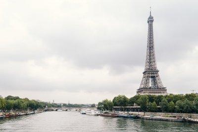 Опасно време във Франция заради урагана Белла