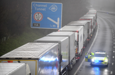 Над 1500 камиона остават блокирани между Великобритания и Франция