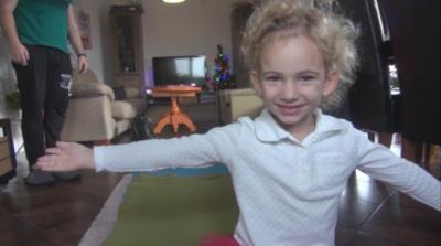 """""""Българската Коледа"""" дари специален апарат за дете със загуба на слуха"""