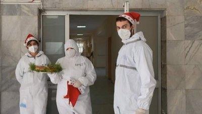 Студенти посрещнаха Рождество на смяна в Свищовската болница