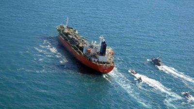 Иран отрече да е задържал южнокорейски танкер