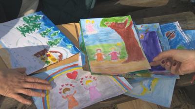 Диагнозата като талант: Дете с аутизъм рисува картини с ангели