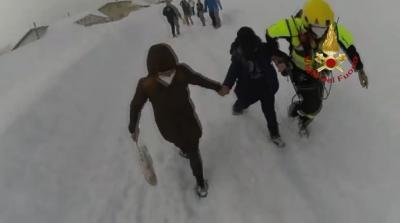 Спасиха майка и син от затрупания им със сняг дом в Италия