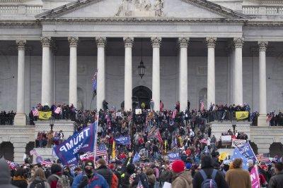68 души са арестувани след щурма на Капитолия