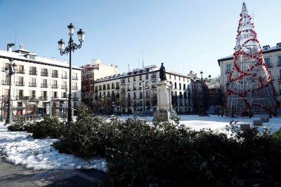 Снегове в Испания, наводнения в Сърбия и слънце в Гърция