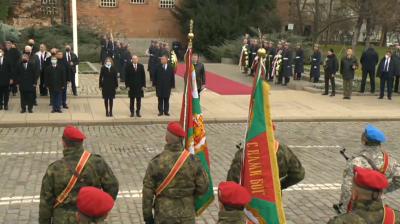 Осветиха бойните знамена и знамената светини на Българската армия