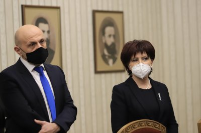 Караянчева на срещата с Радев: Изборите не ги прави ГЕРБ, насаждат се внушения
