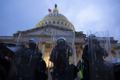 Полицията на Капитолия потвърди смъртта на свой служител