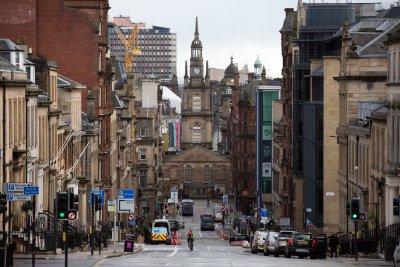Въвеждат задължителен тест за COVID-19 при влизане в Англия и Шотландия