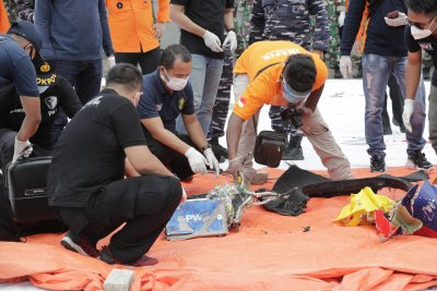 Откриха мястото, където вероятно е паднал индонезийският самолет