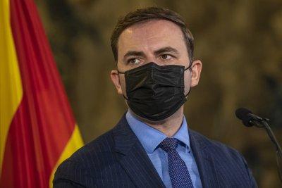 Македонският външен министър: Трябва да се пречупят ограниченията, наследени от историята