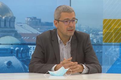 """Проф. Гетов: Ваксината на """"Модерна"""" има съществени разлики в условията на съхранение и брой дози"""