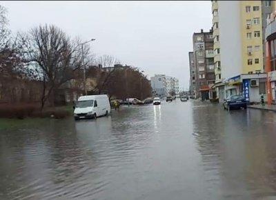 Свличане на земна маса по пътя Харманли - Бисер заради дъжда