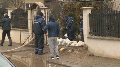 Частично бедствено положение в Батановци, Ярджиловци и Черна гора. 25 души са евакуирани