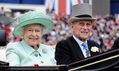 Кралица Елизабет II и съпругът ѝ са ваксинирани срещу COVID-19