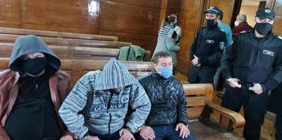 Оставиха в ареста задържаните за подкуп полицаи в Сливо поле