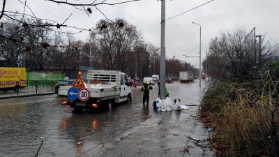 Запушени шахти блокират движението в Пловдив