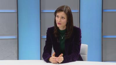 Мария Габриел: Забавянето при ваксини е свързано с производствения капацитет