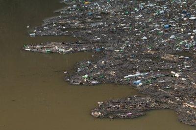 Прокуратурата започва проверка кой е отговорен за плаващото сметище край Своге