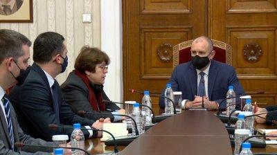 Продължават консултациите на президента с политически партии за изборите