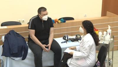 НА ЖИВО: Здравният министър ще се реимунизира с втората доза от ваксината срещу коронавирус