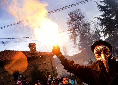 Запалиха българското знаме на карнавал в Северна Македония