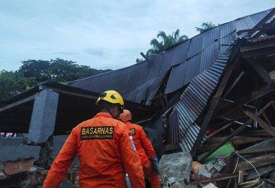 Земетресение в Индонезия взе 7 жертви, има опасност от цунами