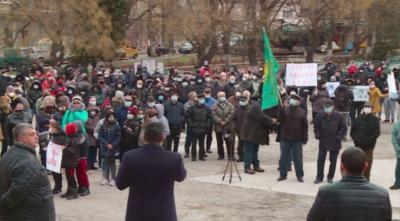Протест в Брестовица: От чешмите в селото тече кална течност
