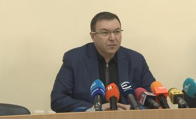 Здравният министър се реимунизира с втората доза от ваксината срещу коронавирус