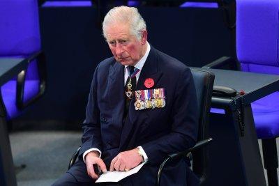 Принц Чарлз ще чака реда си за ваксиниране