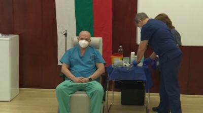 Започна реимунизацията на лекари и медицински персонал във ВМА